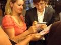 Автограф у победителя конкурса пианиста Дмитрия Маслеева